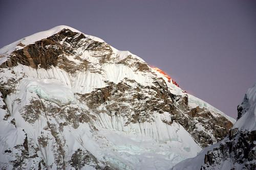 nepal sunset mountains trekking landscape asia asien sonnenuntergang outdoor hiking berge himalaya wandern himalayas ebc lhotse mounteverest sagarmatha everestbasecamp chomolungma solokhumbu sagarmathanationalpark bergleuchten khumbugletscher