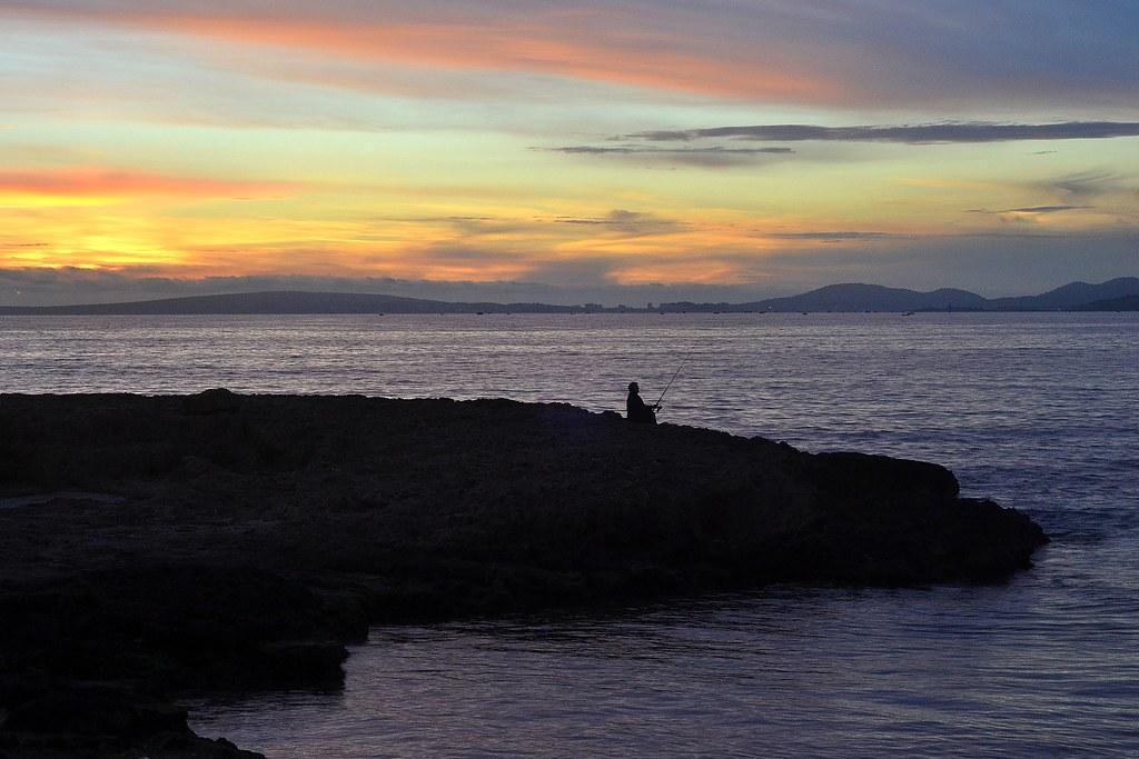 SOLEDAD Y SILENCIO  FRENTE AL MAR.  Solitude and silence oceanfront.