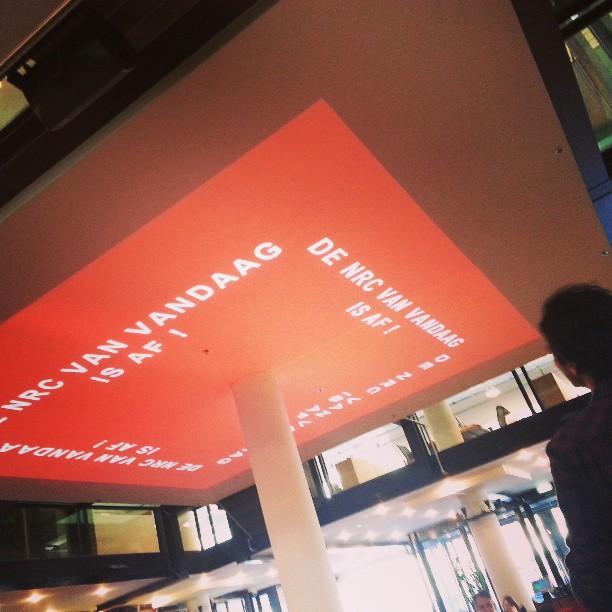 deze melding verschijnt tegenwoordig om ~12:00 uur op het plafond van NRC Restaurant Café