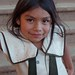Niña en Villa Alta, Región Sierra Juárez, Oaxaca, Mexico por Lon&Queta