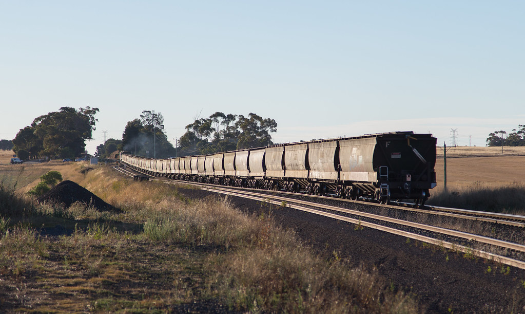 G524 and XR557 at Moorabool by michaelgreenhill