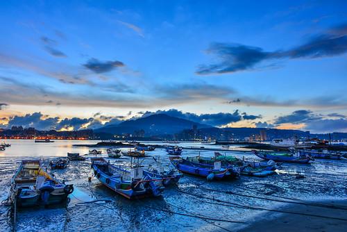 taiwan newtaipeicity bali port bluesky boat sunrise dawn scenery outdoors 台灣 新北市 八里區 八里渡船口 黎明 晨曦 藍調 漁船 碼頭
