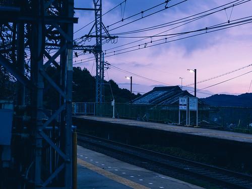 em5 mzuiko45mmf18 japan nara kintetsu railway train station hasedera 近鉄 長谷寺 twilight sunset sky dark