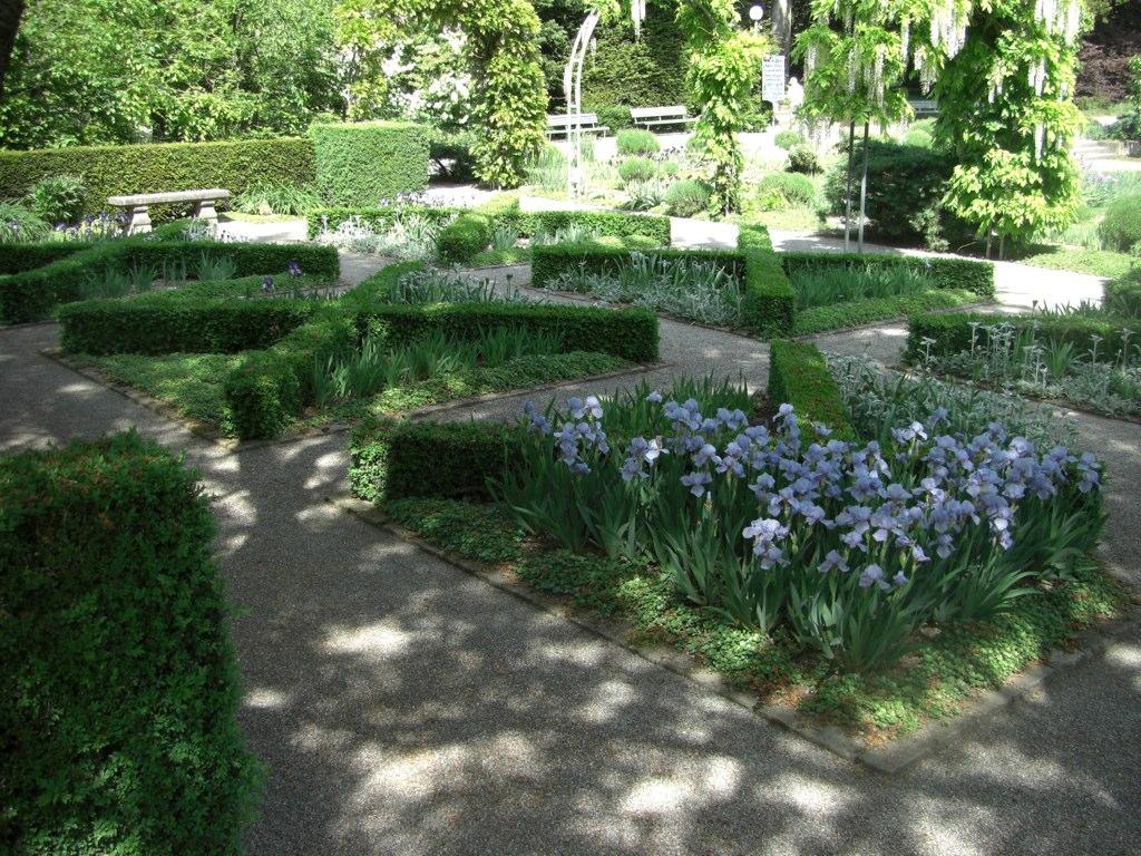 Box dividers, Iris Garten, Zurich | Cornus Garden Design ...