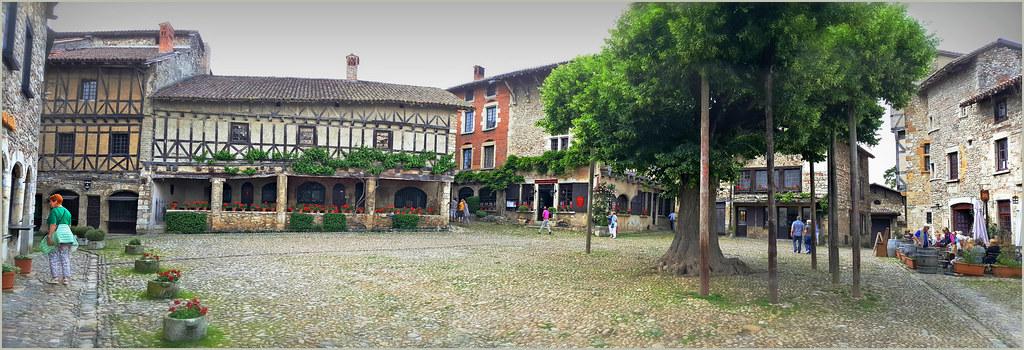 Place du Tilleul, Pérouges, Ain, Auvergne-Rhône-Alpes, Fra… | Flickr