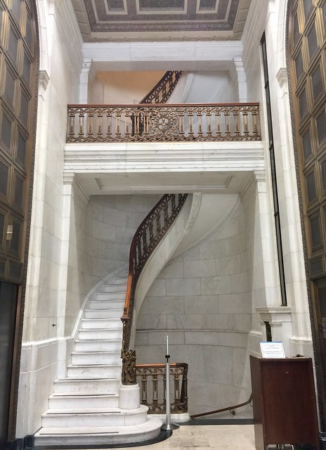 Marble staircase in 1 Montgomery Street. Built in 1908 for the First National Bank of San Francisco, then bought by Crocker Bank, then Wells Fargo Bank. The architect was Willis Polk.