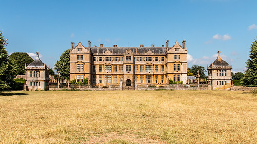 montacute house mansion building architecture facade hamstone garden wall balustrade pavillion somerset nationaltrust parkland landscape field grass sky tree elizabethan symmetry grand countryhouse panorama