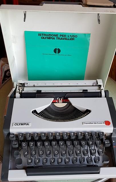 Macchina per scrivere Olympia Traveller