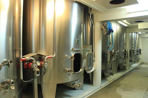 圖10.酒莊釀製葡萄酒機具已經相當現代化