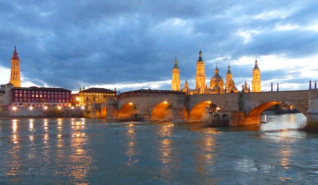 Puente de piedra y El Pilar (Zaragoza) - Es imposible ponerles nombre