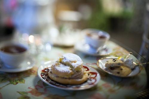 Tea & Scones   by epiøne