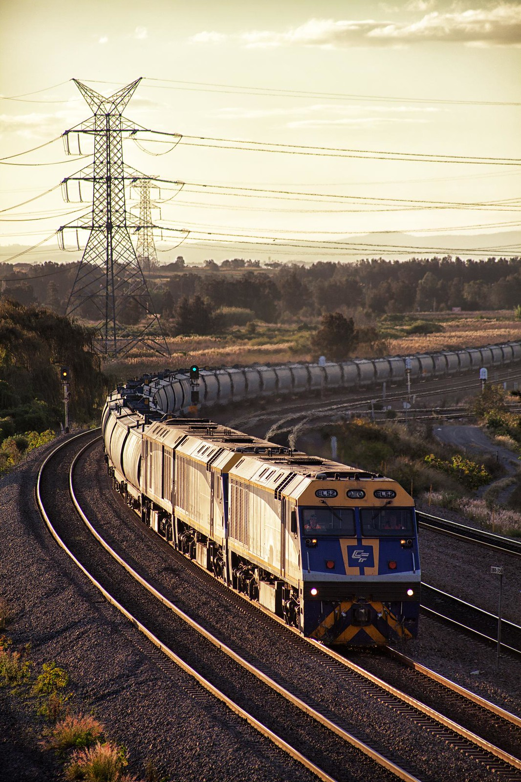 EL52 Approaching Warabrook by Trent