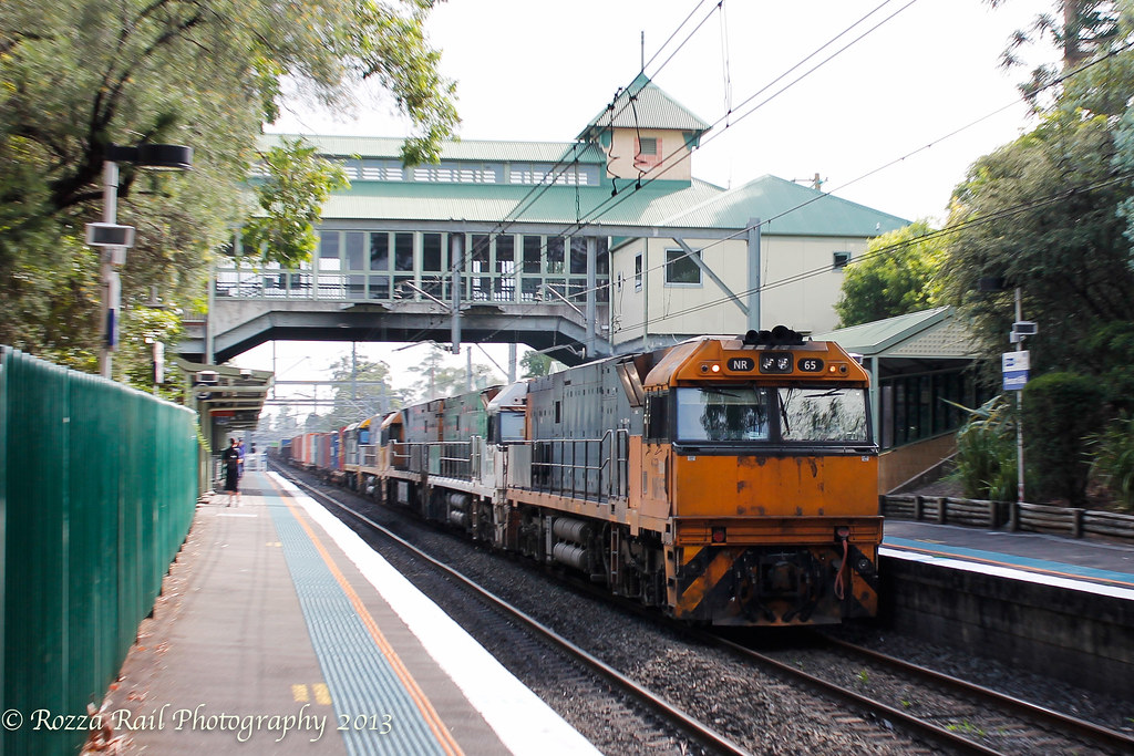 Motion blurred 5NY3 @Pennant Hills with dead attached 8013 by Roy