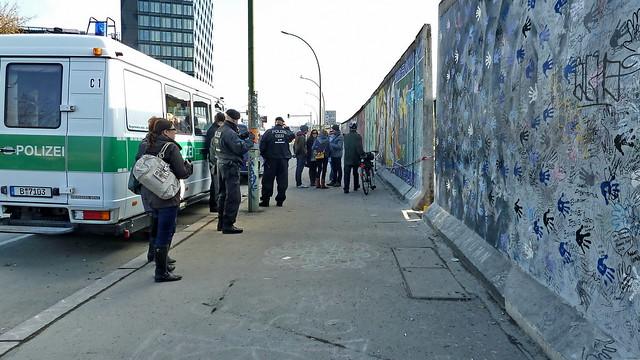 20130302 Berlin Friedrichshain Kreuzberg East Side Gallery Protest (17)