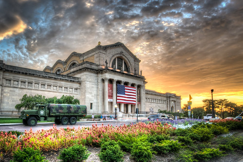 museum stlouisartmuseum sunset flag americanflag flagsofvalor forestpark artmuseum stlouis