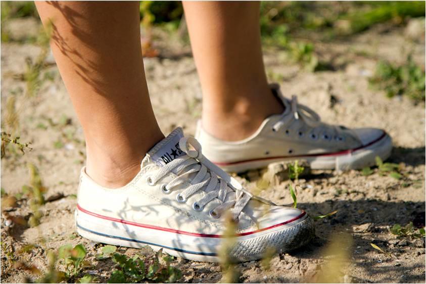 87d0e3332c07 ... cute girl in Converse sneakers