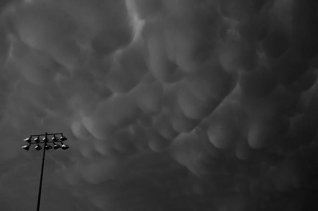 052606 - Awesome Nebraska Mammatus B&W