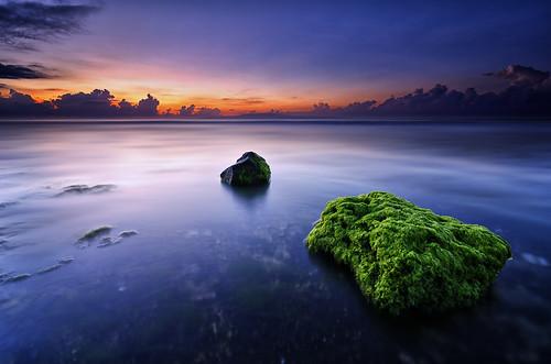 sky bali cloud sun seascape motion seaweed color green beach water rock night sunrise indonesia landscape coast nikon asia wide vivid wave tokina foliage clear waterscape uwa 1116mm ketewel manyar masceti d7000