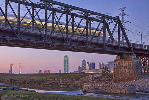 usa train dallas texas dart 2012 trinityriver dartrail trestlebridge trinityrivercorridor carenmack dartrailbridge santafetrailtrestlebridge dallaswavepark