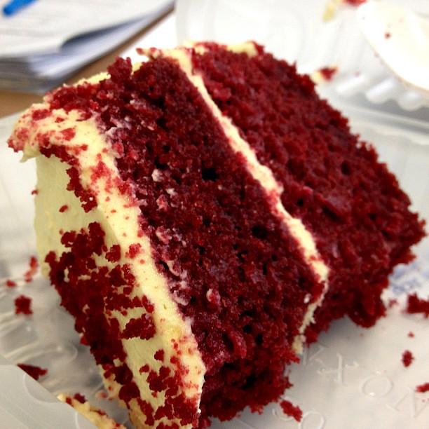I love to eat cake during meetings! Weeeee Red Velvet Cake from Ricebowl is amaaaaze