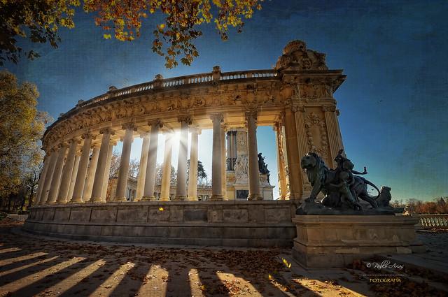 (278/16) Columnata del monumento a Alfonso XII