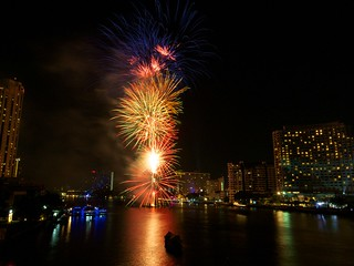 New Year's Eve Fireworks 2012 @ Taksin Bridge, Bangkok | by Stefan @ Austria