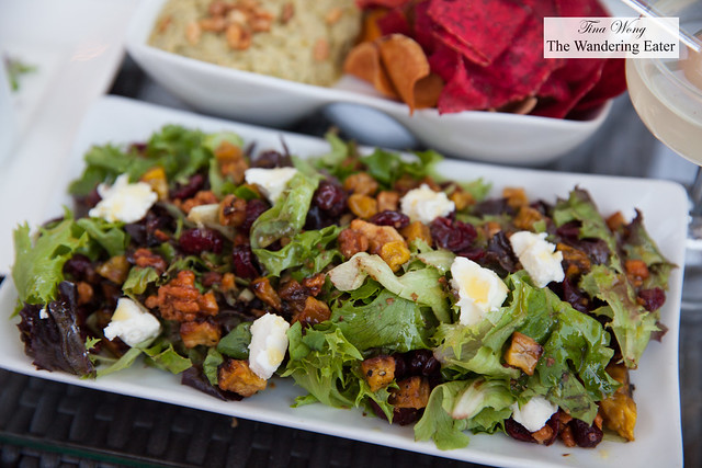 Mixed salad with goat cheese and candied walnuts