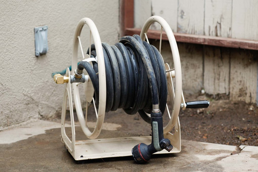 How to Buy a Garden Hose Reel