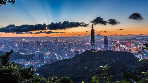 taipei101 skyline landscape skyscraper 台北101 台灣 風景 拇指山 cityscape city canon canoneos5dmarkiii building 101 urban outdoor horizontal nopeople 1635mm taiwan taipei capitalcity highangle color tone 象山隧道 觀音山 sunset night 四壽山步道 partlycloudy rays 霞光 夕陽 夜景