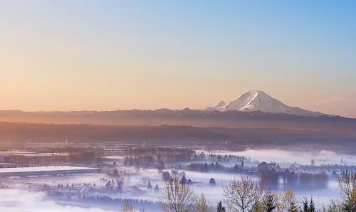 mountain fog barn sunrise washington kent mountrainier wa seatac mtrainier kingcounty