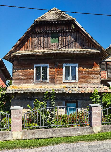 Tradicijska stara posavska drvena kuća u Lonjskom Polju
