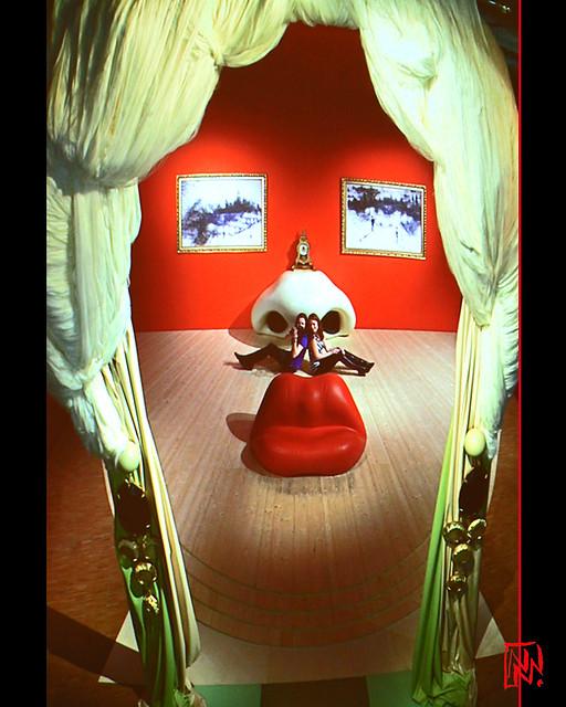 Salvador Dalí et le canapé Boca 1/5