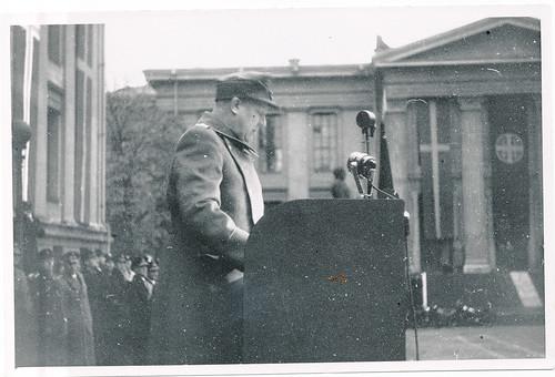 Vidkun Quisling taler på Universitetsplassen.