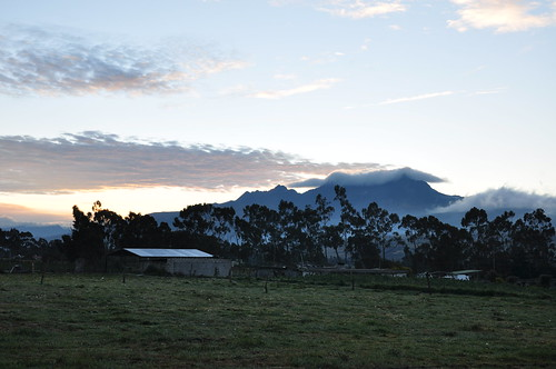 rumiñawivolcano rumiñawi rumiñahuivolcano rumiñahui volcano sunrise clouds trees landscape chuquiragualodge avenueofthevolcanoes ecuador southamerica mountains andesmountains