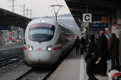 ICE 3 train arrives into Würzburg Hbf