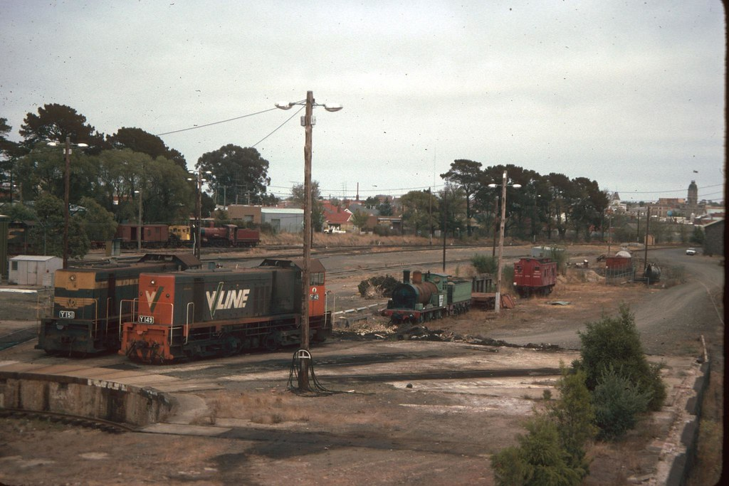 p0105037e_k - Ballarat loco yard Y151 Y149 by Chris