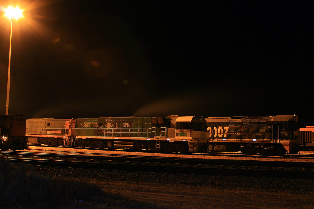 4WP2 NR85+NR?? & 8007 by Trackside Photography Australia