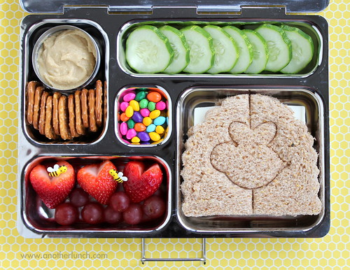 PlanetBox Bee Mine Valentines Day school lunch | by anotherlunch.com