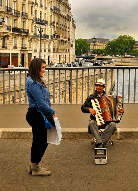 Paris; The acordeonist / Pont Saint-Louis