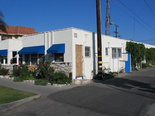 Bungalow Court, 100 block, Seventh St., Huntington Beach | by Chris Jepsen