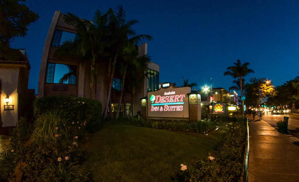 Anaheim Desert Inn sign