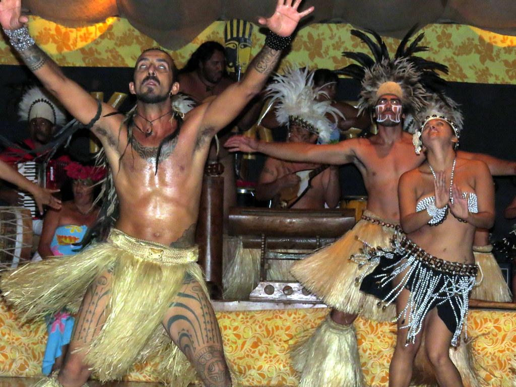 Kari Kari dance show - Easter Island - Rapa Nui - Isla de Pascua