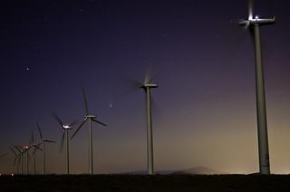 DSC_6063 Comet PANSTARRS and the Nine Canyon Wind Farm near Kennewick, WA