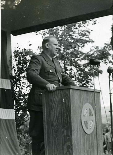 Vidkun Quisling på talerstolen i forbindelse med Hamarstevnet 1943.