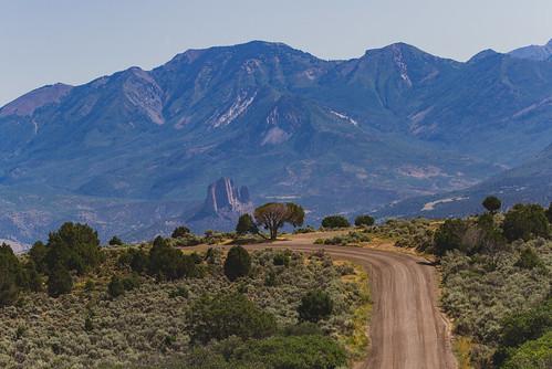 blackcanyonroad blackcanyonofthegunnisonnationalpark colorado crawford dirtroad landscape mountains road unitedstates us