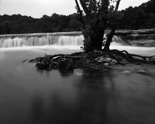 tx hoya25a waterfall flooding epsonv800 mamiyarb67pros austin silverfastaistudio8 mamiyasekor50mmf45 ilfordpanfplus atx bullcreek usa