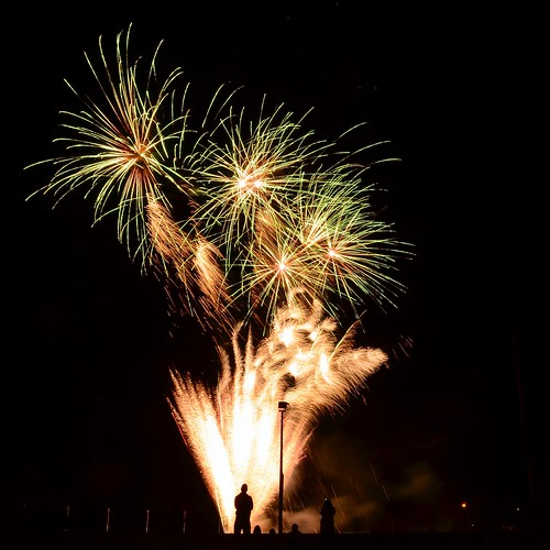 show people silhouette night nikon fireworks watching australia fair victoria vic gippsland warragul agriculturalshow warragulshow d5100 nikond5100 phunnyfotos