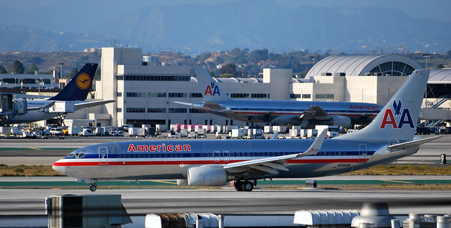 American Airlines Boeing 737 (N991AN) taxiing at KLAX