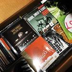 ダンボールに詰め込んで、はや半年以上過ぎた2000枚以上のCD、レコード8箱分 詰め込みすぎて運ぶにも重すぎて運べず、結局元の棚に逆戻り よって僕の部屋(納戸)も可視床面積率が上がってきた!もう少し頑張ればここにコット置けそうで嬉しい! あと問題は文庫本の小説、今年の分200冊ぐらい? 重いもんばっかりでホンマかなん