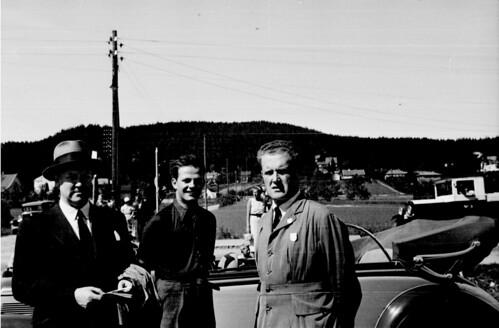 Vidkun Quisling og Johan B. Hjort, ukjent person i midten.